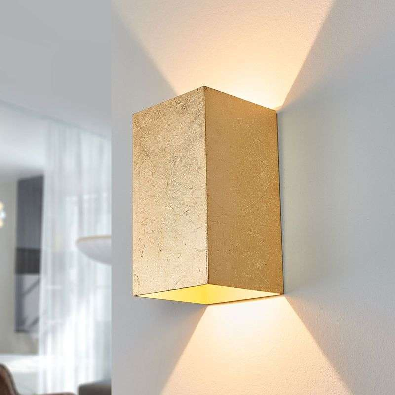 Hoekige LED wandlamp Ragi in goud