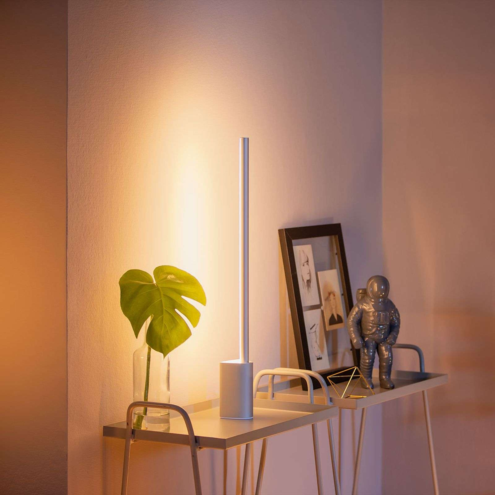 Philips Hue Signe LED tafellamp
